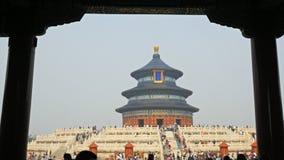 Ναός του ουρανού στο Πεκίνο που πλαισιώνεται από τις στήλες φιλμ μικρού μήκους