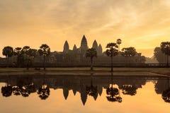 Ναός Angkor Wat κατά τη διάρκεια της ανατολής - Καμπότζη Στοκ φωτογραφία με δικαίωμα ελεύθερης χρήσης