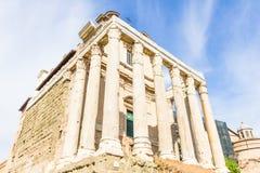 Ναός Antoninus και Faustina στο ρωμαϊκό φόρουμ στη Ρώμη, Ita Στοκ Φωτογραφίες