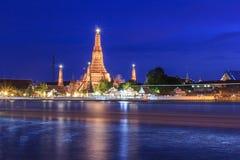 Ναός Arun Μπανγκόκ Wat στο χρόνο λυκόφατος, Ταϊλάνδη Στοκ εικόνα με δικαίωμα ελεύθερης χρήσης