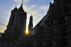 Ναός Arun Wat κατά τη διάρκεια του ηλιοβασιλέματος Στοκ εικόνα με δικαίωμα ελεύθερης χρήσης