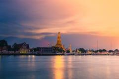 Ναός Arun Wat στο ηλιοβασίλεμα στη Μπανγκόκ Ταϊλάνδη Το Wat Arun είναι ένας βουδιστικός ναός στοκ εικόνα με δικαίωμα ελεύθερης χρήσης