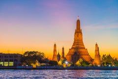 Ναός Arun Wat στο λυκόφως στη Μπανγκόκ, Ταϊλάνδη Στοκ Εικόνα