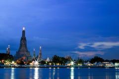 Ναός Arun Wat στο λυκόφως στη Μπανγκόκ, Ταϊλάνδη Στοκ Εικόνες