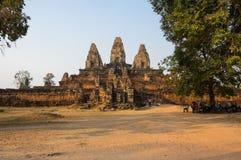 Ναός Bakheng Phnom στο ηλιοβασίλεμα Στοκ Φωτογραφίες