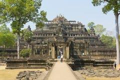 Ναός Baphuon με το σαφείς μπλε ουρανό και τους τουρίστες, Καμπότζη Στοκ φωτογραφίες με δικαίωμα ελεύθερης χρήσης