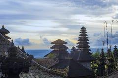 Ναός Besakih Pura σύνθετος στο ηλιοβασίλεμα στο Μπαλί, Ινδονησία στοκ εικόνα