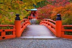 Ναός Daigo-daigo-ji με τα ζωηρόχρωμα δέντρα σφενδάμνου το φθινόπωρο, Κιότο Στοκ Εικόνες