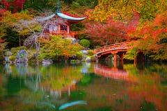 Ναός Daigo-daigo-ji με τα ζωηρόχρωμα δέντρα σφενδάμνου το φθινόπωρο, Κιότο Στοκ εικόνα με δικαίωμα ελεύθερης χρήσης