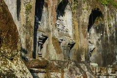 Ναός Kawi Gunung σύνθετος που χαράζει στους απότομους βράχους πετρών στο Μπαλί, Ινδονησία στοκ εικόνες με δικαίωμα ελεύθερης χρήσης