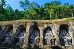 Ναός Kawi Gunung σύνθετος που χαράζει στους απότομους βράχους πετρών στο Μπαλί, Ινδονησία στοκ εικόνα