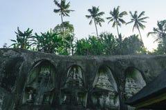 Ναός Kawi Gunung σύνθετος που χαράζει στους απότομους βράχους πετρών στο Μπαλί, Ινδονησία στοκ φωτογραφίες με δικαίωμα ελεύθερης χρήσης