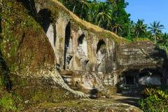 Ναός Kawi Gunung σύνθετος που χαράζει στους απότομους βράχους πετρών στοκ εικόνες