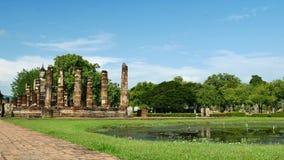 Ναός Mahathat στο ιστορικό πάρκο Ταϊλάνδη, διάσημο τουριστικό αξιοθέατο Sukhothai στην Ταϊλάνδη φιλμ μικρού μήκους