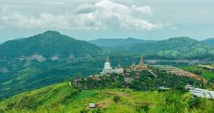 Ναός Phasornkaew, περίοδος βροχών στην περιοχή Phetchabun, Ταϊλάνδη kho khao Στοκ Εικόνες