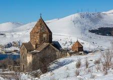 Ναός Sevan σύνθετος στη χερσόνησο της λίμνης Sevan στοκ φωτογραφία με δικαίωμα ελεύθερης χρήσης