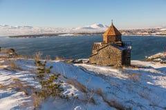 Ναός Sevanavank σύνθετος στη λίμνη Sevan στοκ φωτογραφία