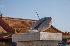 Ναός Taihe μουσείων παλατιών του Πεκίνου πριν από το ηλιακό ρολόι Στοκ εικόνα με δικαίωμα ελεύθερης χρήσης