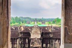 Ναός Wat Angkor Άποψη από μέσα από το ναό Στοκ εικόνα με δικαίωμα ελεύθερης χρήσης