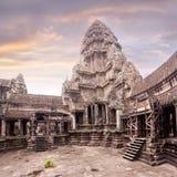 Ναός Wat Angkor Άποψη από μέσα από το ναό Στοκ Φωτογραφίες
