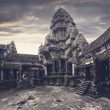 Ναός Wat Angkor Άποψη από μέσα από το ναό Στοκ φωτογραφία με δικαίωμα ελεύθερης χρήσης