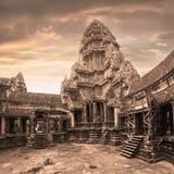 Ναός Wat Angkor Άποψη από μέσα από το ναό Στοκ Φωτογραφία