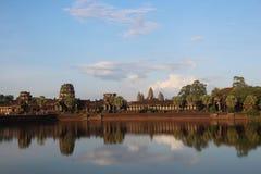 Ναός Wat Angkor Καμπότζη η banteay λίμνη της Καμπότζης angkor lotuses συγκεντρώνει siem το ναό srey Το Siem συγκεντρώνει την επαρ Στοκ Φωτογραφίες