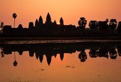 Ναός Wat Angkor κατά τη διάρκεια της ανατολής Στοκ Φωτογραφίες