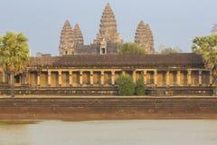 Ναός Wat Angkor με την αντανάκλαση νερού, περιοχή της ΟΥΝΕΣΚΟ στην Καμπότζη Στοκ φωτογραφία με δικαίωμα ελεύθερης χρήσης