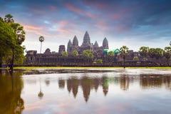 Ναός Wat Angkor με την απεικόνιση στο νερό Στοκ Φωτογραφίες