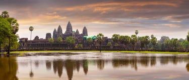 Ναός Wat Angkor με την απεικόνιση στο νερό Στοκ Εικόνες