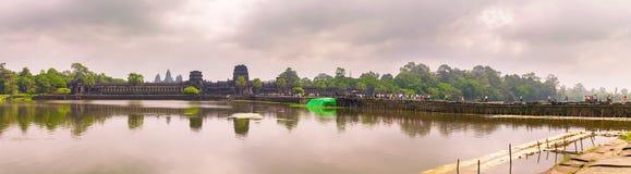 Ναός Wat Angkor με την απεικόνιση στο νερό Στοκ Φωτογραφία
