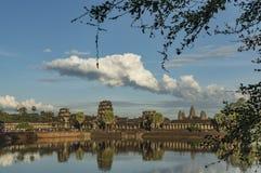 Ναός Wat Angkor το καυτό ηλιόλουστο βράδυ Στοκ εικόνες με δικαίωμα ελεύθερης χρήσης
