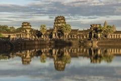 Ναός Wat Angkor το καυτό ηλιόλουστο βράδυ Στοκ φωτογραφία με δικαίωμα ελεύθερης χρήσης