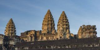 Ναός Wat Angkor το καυτό ηλιόλουστο πρωί Στοκ Εικόνες