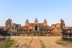 Ναός Wat Angkor το πρωί Το παγκόσμιο μεγαλύτερο θρησκευτικό μνημείο, ναός Prasat Angkor Nokor Wat σύνθετος, Siem συγκεντρώνει Στοκ φωτογραφία με δικαίωμα ελεύθερης χρήσης