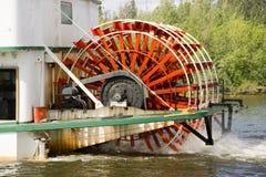 Να αναδεύσει Sternwheeler σκάφος ατμοπλοίων κουπιών Riverboat κινήσεων κάτω Στοκ Φωτογραφίες