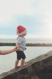 Να ανεβεί αγοριών Santa υπαίθριο Στοκ φωτογραφίες με δικαίωμα ελεύθερης χρήσης