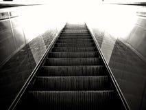 να ανεβεί κυλιόμενων σκαλών Στοκ φωτογραφία με δικαίωμα ελεύθερης χρήσης
