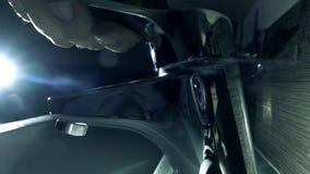 Να ανοίξει έναν κρουνό Έξοχος σε αργή κίνηση ακραίος στενός επάνω πυροβολισμός απόθεμα βίντεο