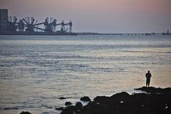 Να αλιεύσει μόνο στις εκβολές του ποταμού Tagus στη Λισσαβώνα Στοκ Φωτογραφίες