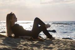 Να βρεθεί γυναικών παραλία Στοκ εικόνα με δικαίωμα ελεύθερης χρήσης