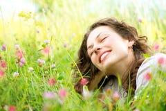 να βρεθεί λουλουδιών γυναίκα λιβαδιών