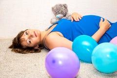 να βρεθεί πατωμάτων έγκυος γυναίκα Στοκ Φωτογραφία