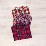 Να βρεθεί τριών πολύχρωμο ελεγμένο πουκάμισων γυναικών ` s που διπλώνεται τακτοποιημένα Στοκ εικόνες με δικαίωμα ελεύθερης χρήσης