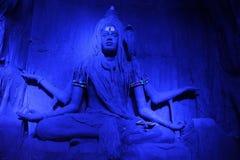 Να γοητεύσει γλυπτό Λόρδου Shiva σε ένα μπλε φως κατά τη διάρκεια του φεστιβάλ Ganpati, Pune στοκ φωτογραφία με δικαίωμα ελεύθερης χρήσης