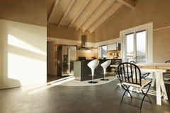 να δειπνήσει επιτραπέζια όψη κουζινών στοκ φωτογραφία με δικαίωμα ελεύθερης χρήσης