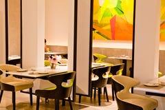 Να δειπνήσει πίνακας και σύγχρονο κινεζικό εστιατόριο ύφους Στοκ Φωτογραφίες