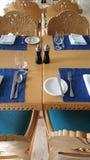 Να δειπνήσει ρύθμιση στους πίνακες στο εστιατόριο Στοκ εικόνα με δικαίωμα ελεύθερης χρήσης