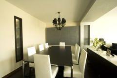 να δειπνήσει σύγχρονο δωμάτιο καθιερώνον τη μόδα Στοκ Εικόνες